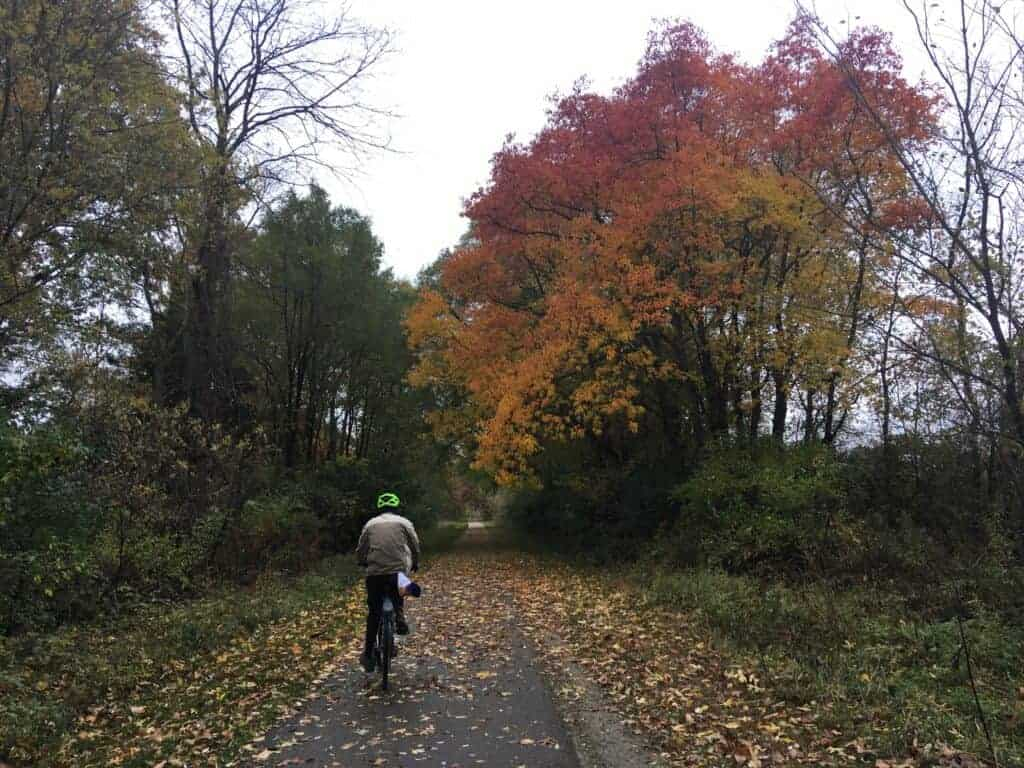 Man riding a bike on the Lakelands Trail State Park